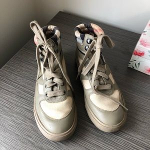 Kids Burberry shoes size 32 / 13.5 USD